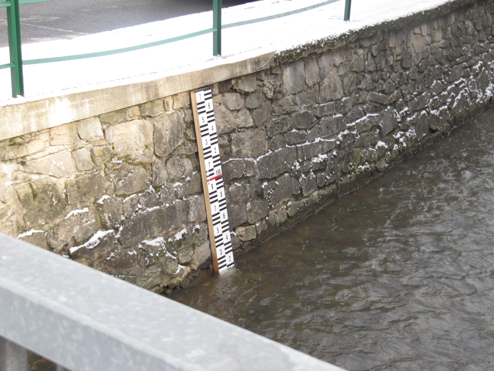 Hladina vody při povodni v Ledči nad Sázavou