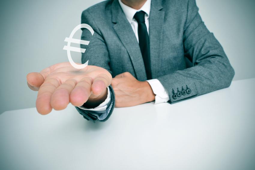 Ruka obchodníka se znakem eura