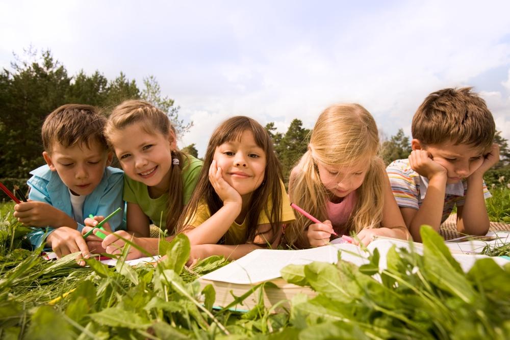 Školní děti venku